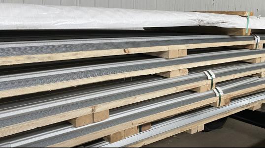Les moulures T.S.C. sont fabriqués à partir de matériaux de haute qualité et entièrement fait au Canada.